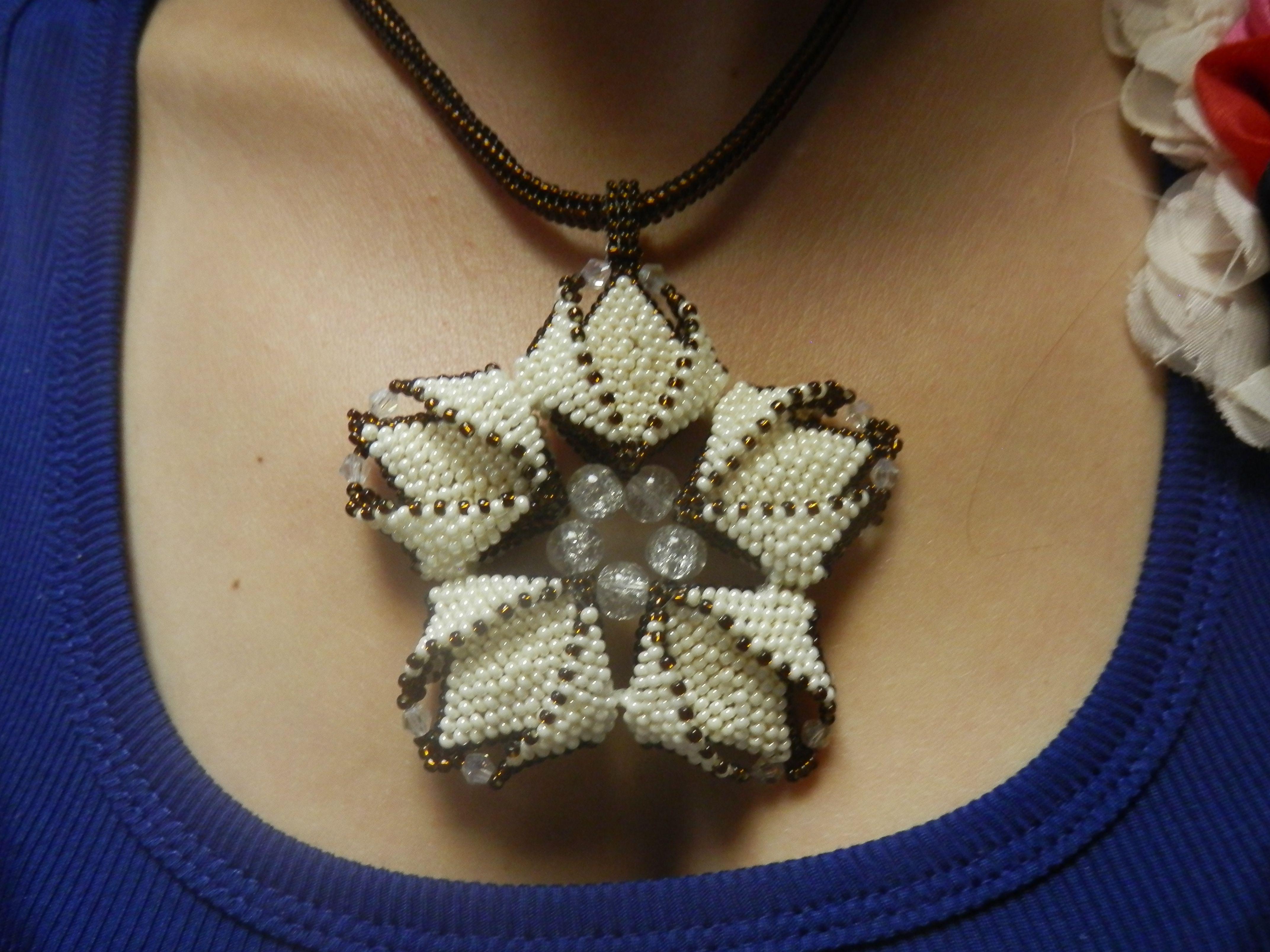 ожерелье подарок бисер украшение