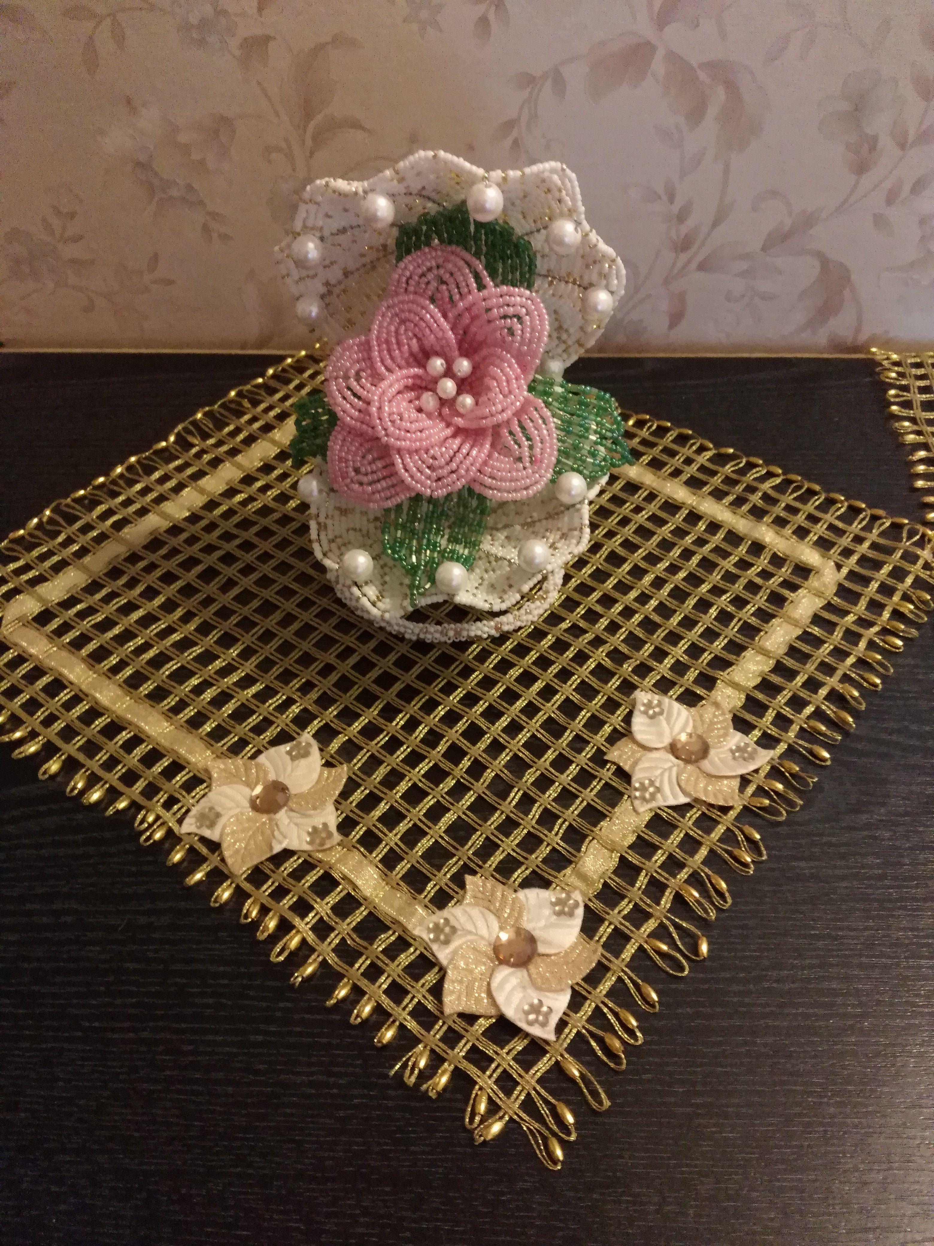 работы ручной бисера из цветы