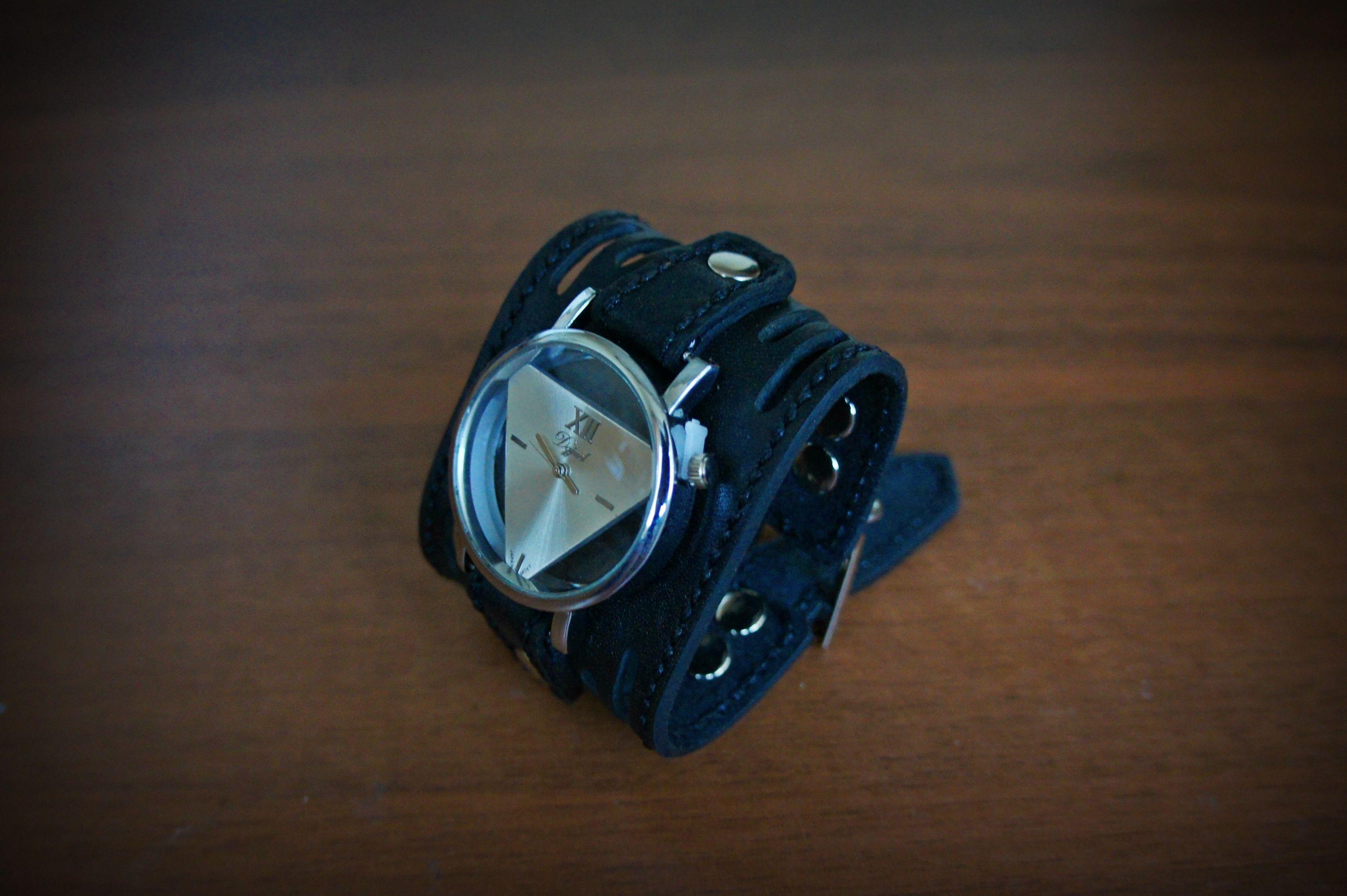 ручнаяработа кожа подарокдевуке наручныечасыженские часынаширокомбраслете часынаручныекупить аксессуары часовоймеханизм часыручнойработы часынаширокомремешке браслетизкожи handmade часы натуральнаякожа