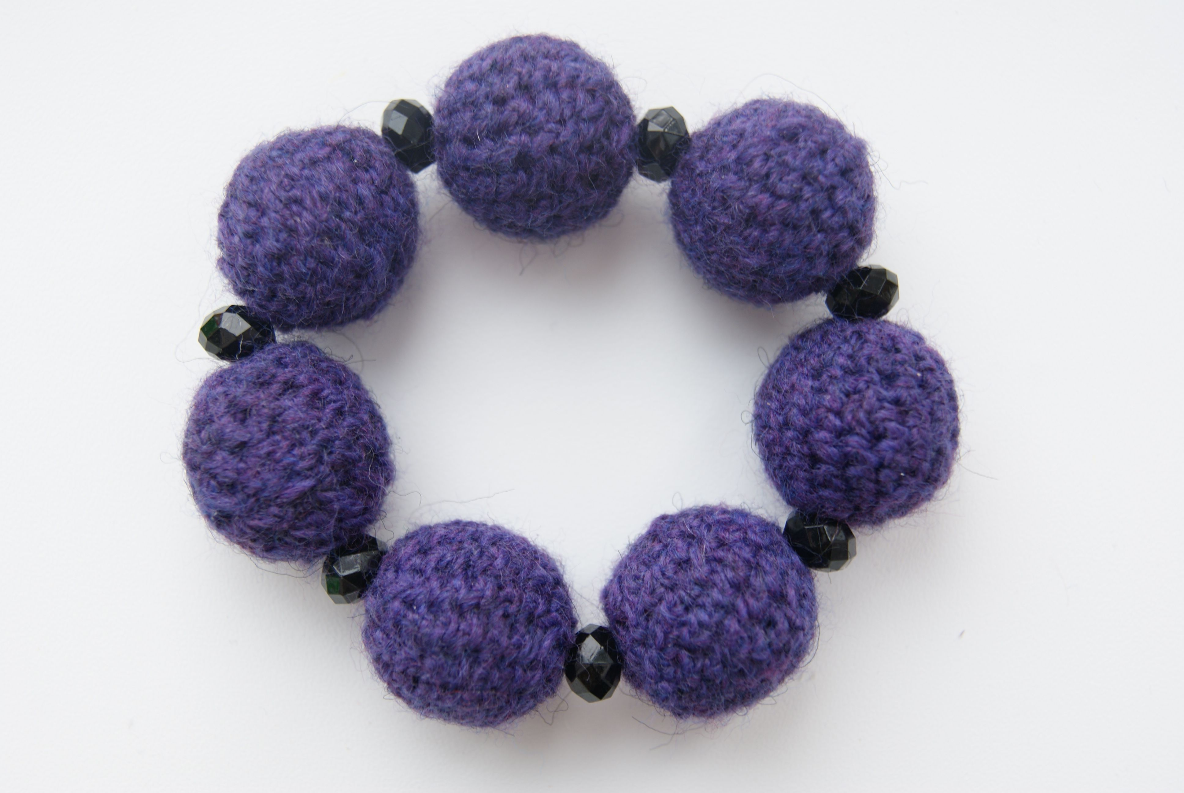 мода браслет вязание украшение уют стиль . тепло красота вязаныйбраслет вязаниеназаказ вязаныеукрашения