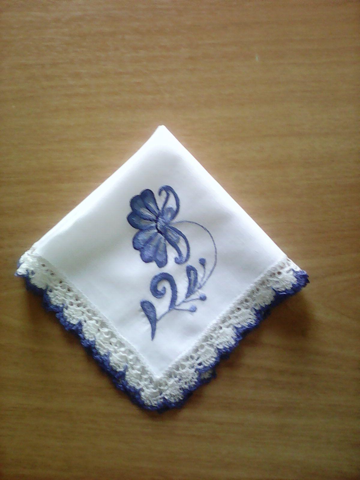 подарок кружевной носовой вышитый платочек гжельские мотивы