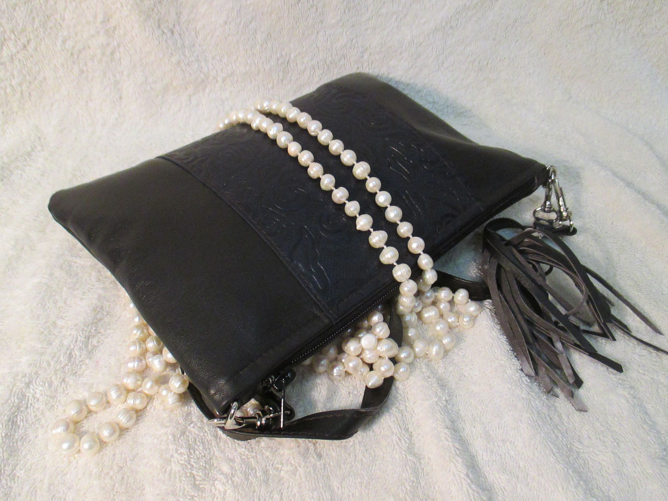 кожа вечерний кожи черная онлайн вечерняя черные подруги эффектный сумочку дамская тиснением сумочки из с для черный клатч сумочка кожаный подарок купить стильная авторские цветы девушки