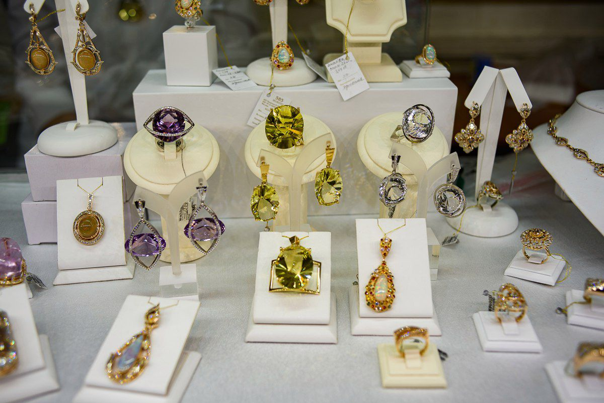 ювелирные аксессуары камни украшения изделия выставка