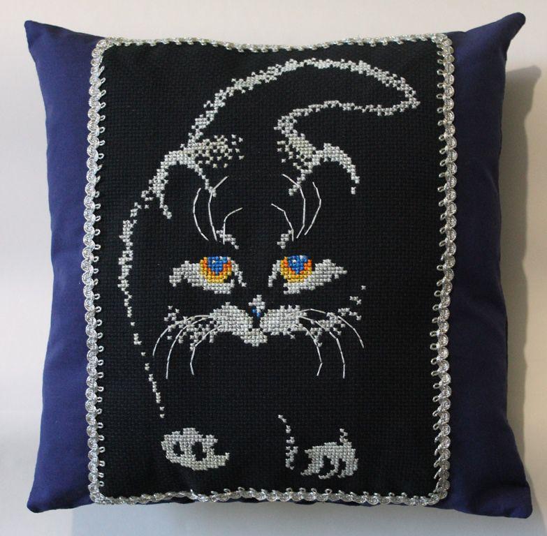 крестиком подарка вышивка кот подушка