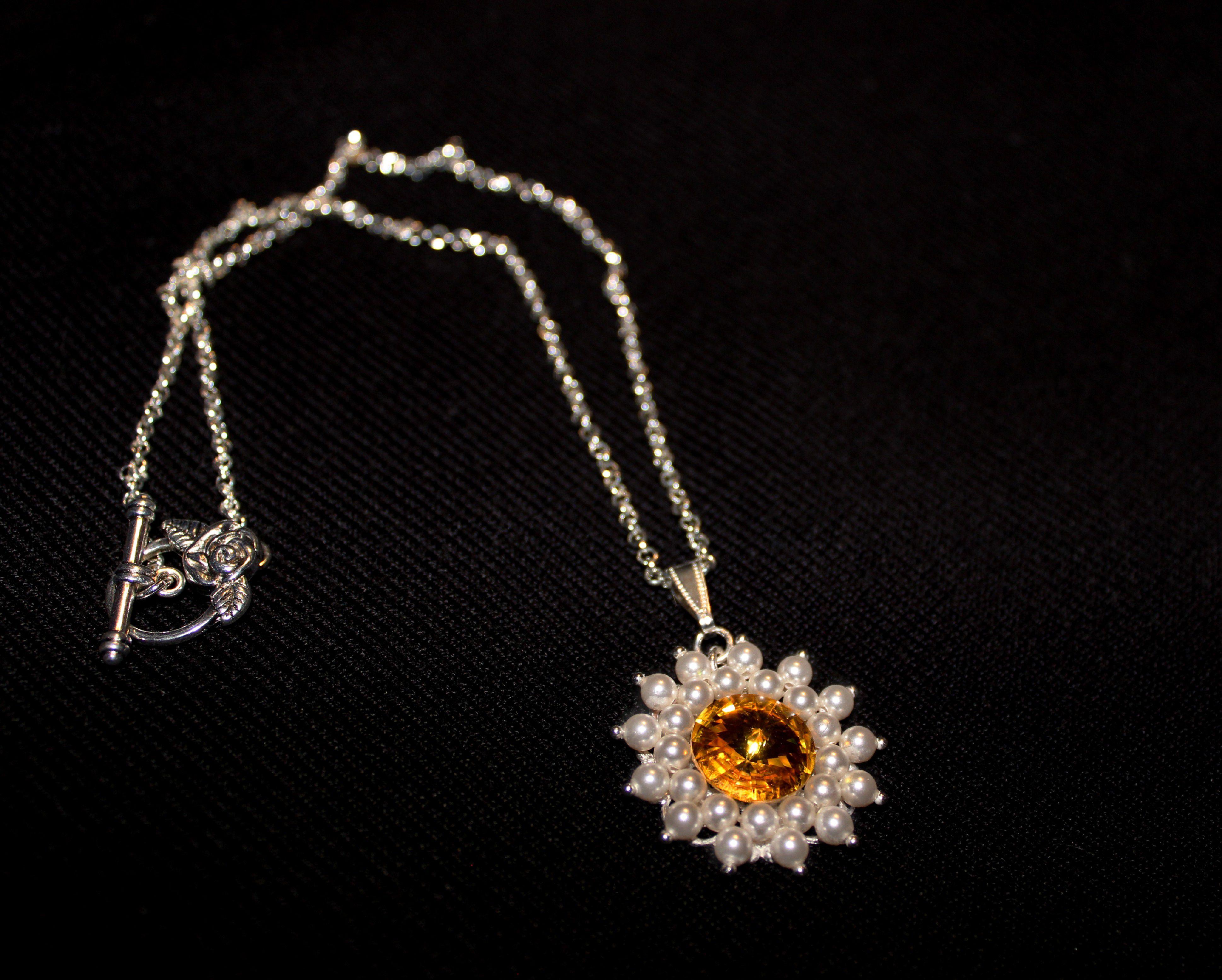 круглый кулон жемчуг сваровски цветок солнце яркий желтый кристалл украшения подвеска белый бижутерия