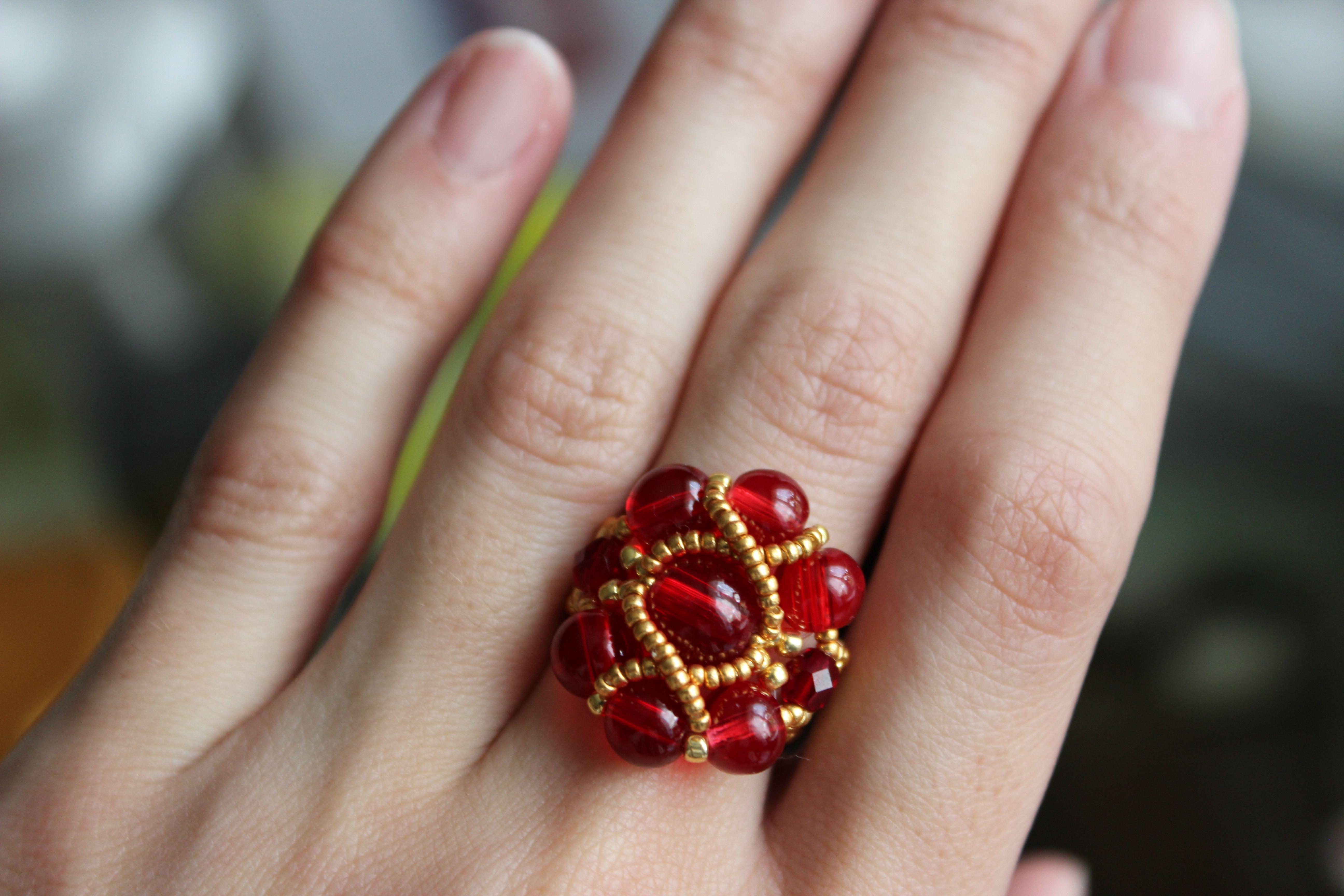 Кольцо из бусин своими руками