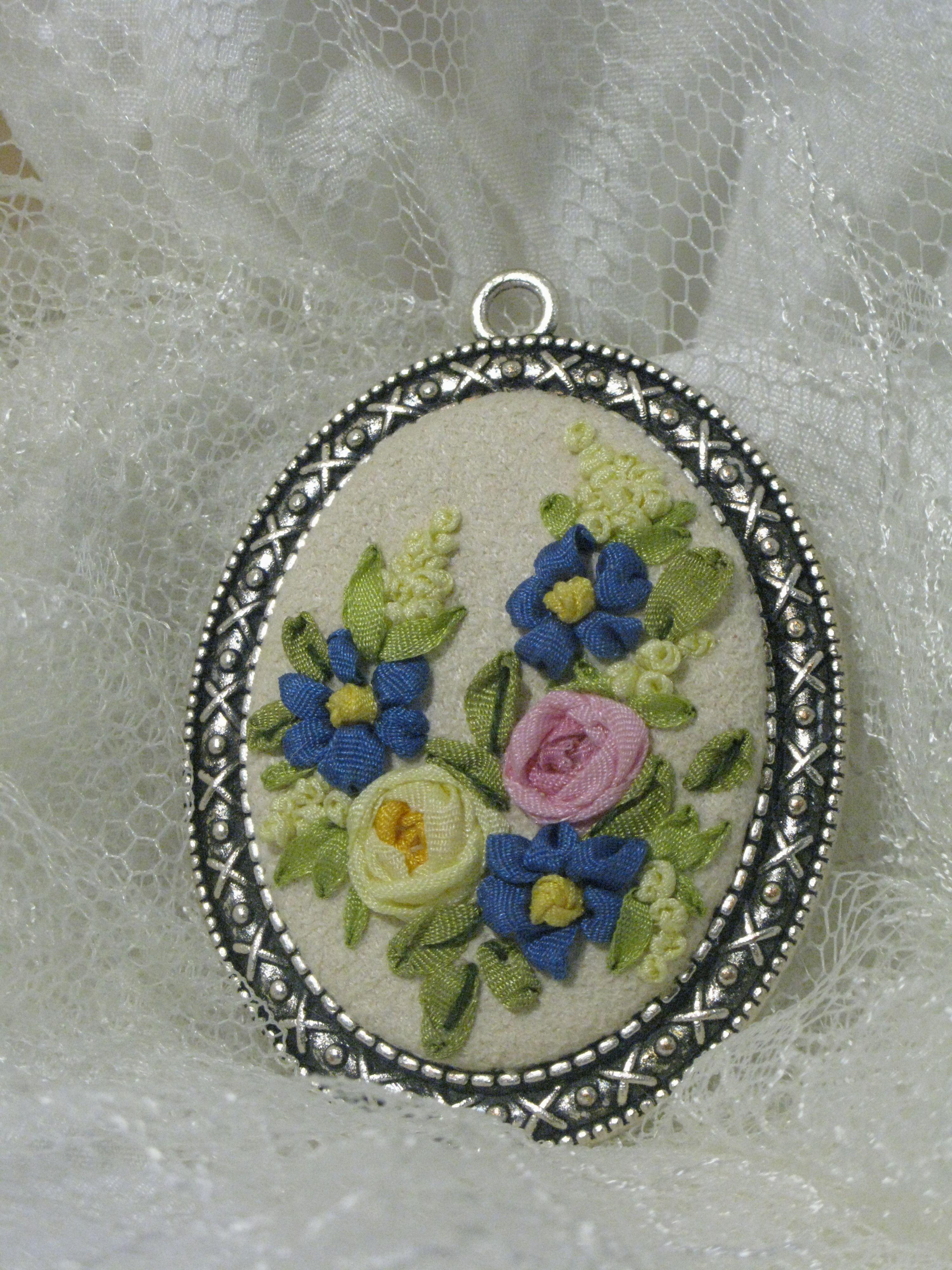 кулон вышивка цветы шёлковые_ленты