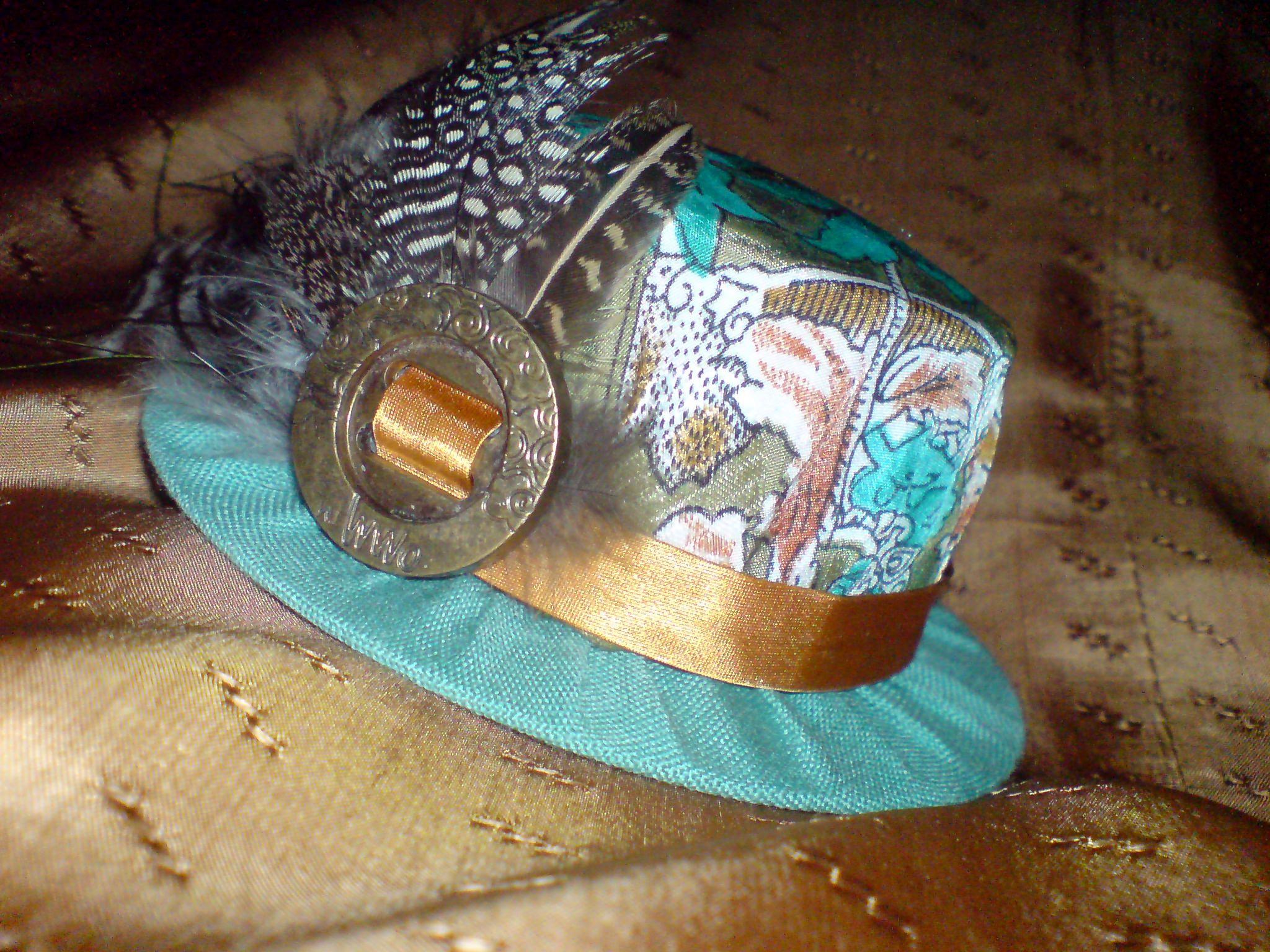 перья ручная работа шляпка игольница