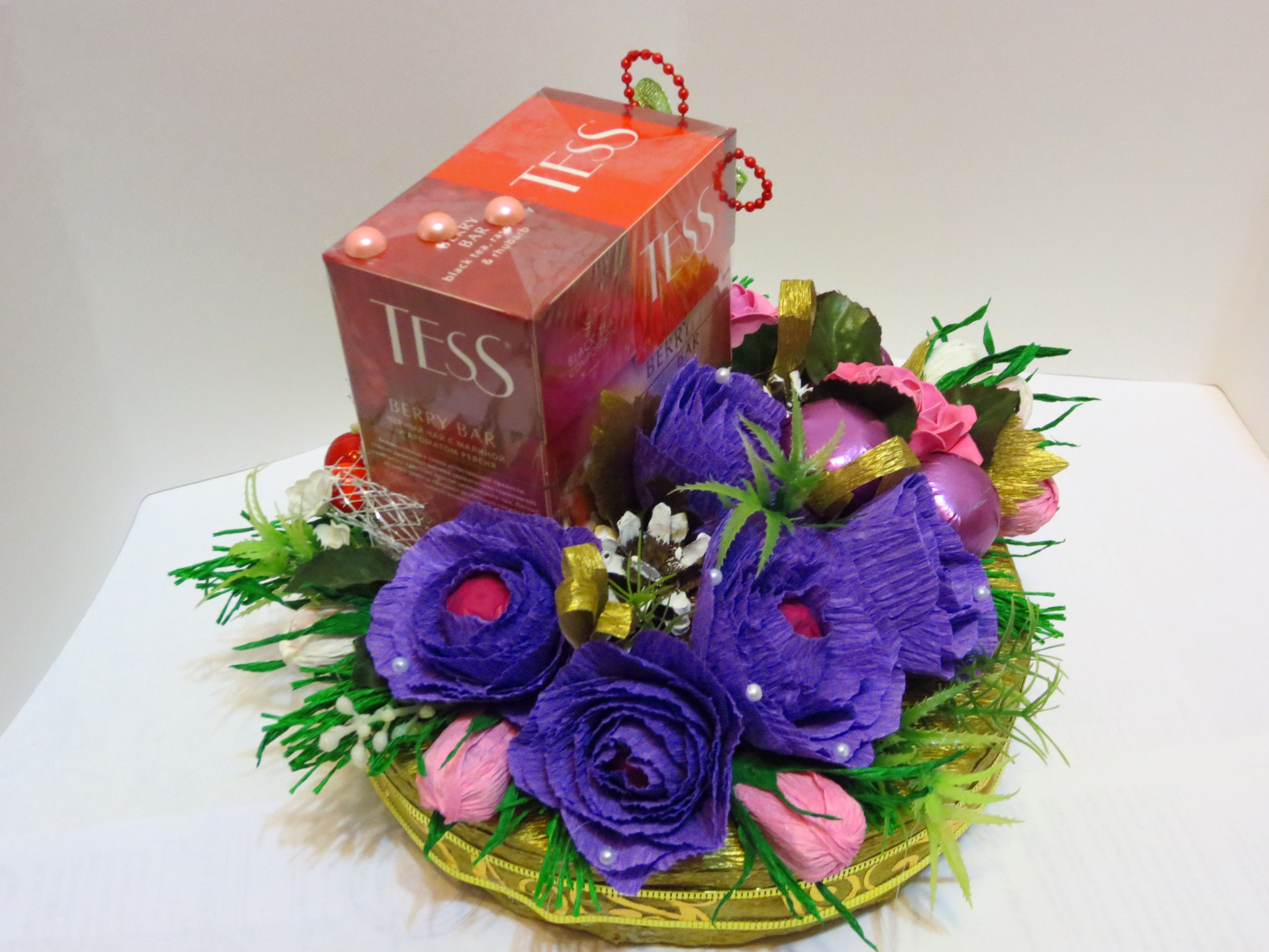 конфеты шишки чай цветы подарок