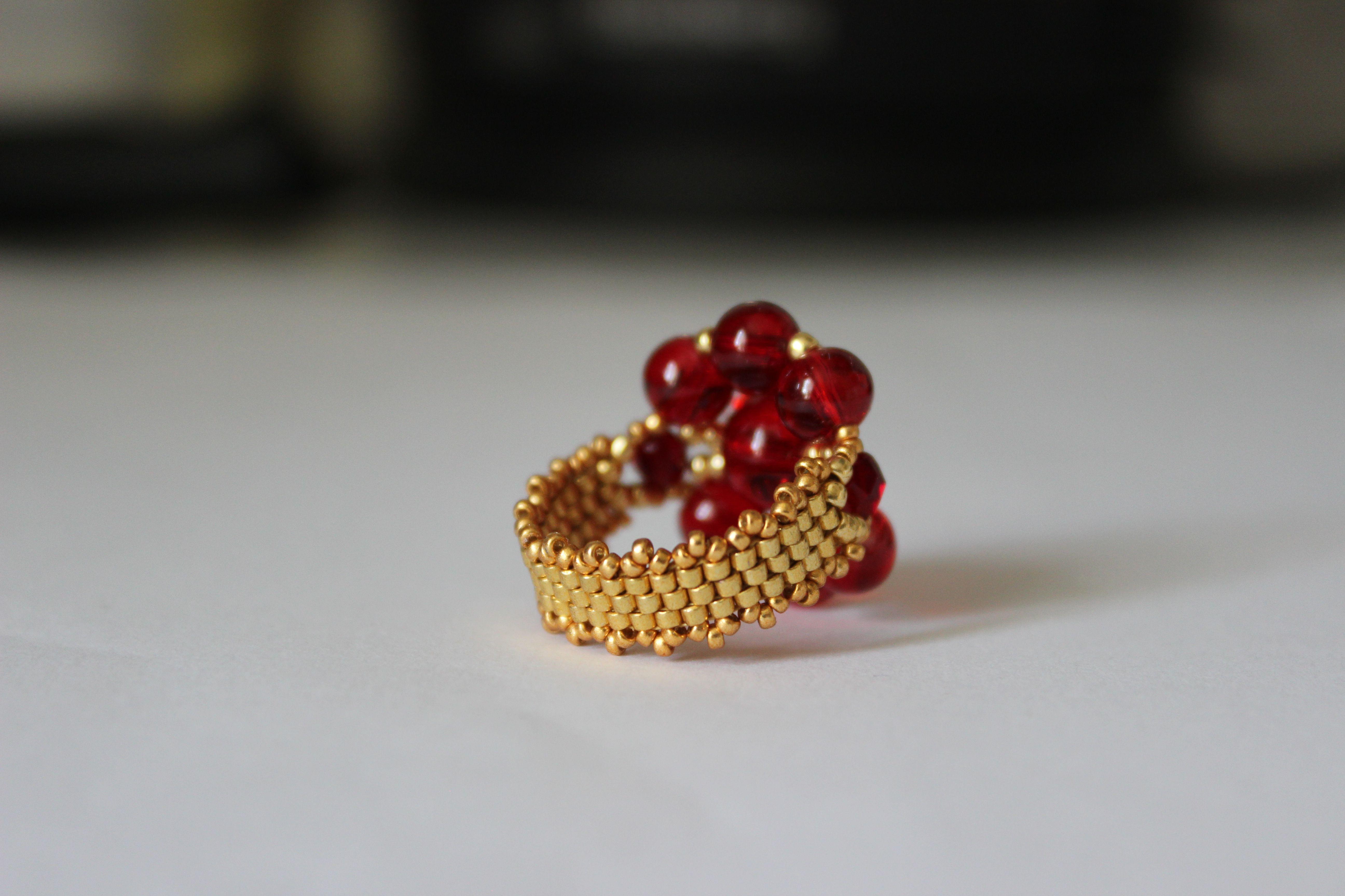 бижутерия украшения кольцо яркий красный бусины золотой бисероплетение бисер восточный