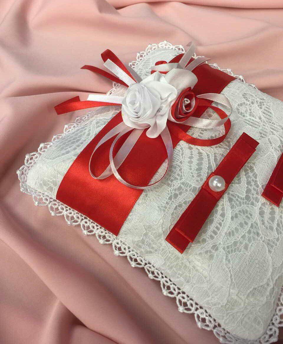 цветы розы белый красный холлофайбер бусины кружево ленты жемчуг шелковые