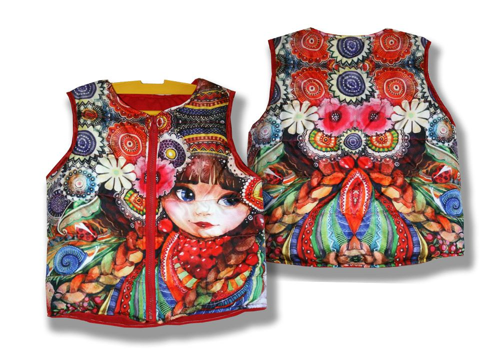 детская цветная красная жилет куртка зайка ромашки трикотаж синтепон фотопринт handmade принт матрёшка сублимация плащевка косы безрукавка ручной работы вещи матрешка рябина цветы