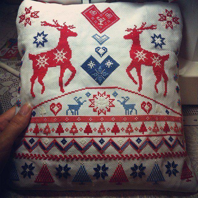 вышивка подушки