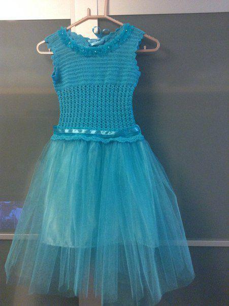 нарядное празднику платье для девочки