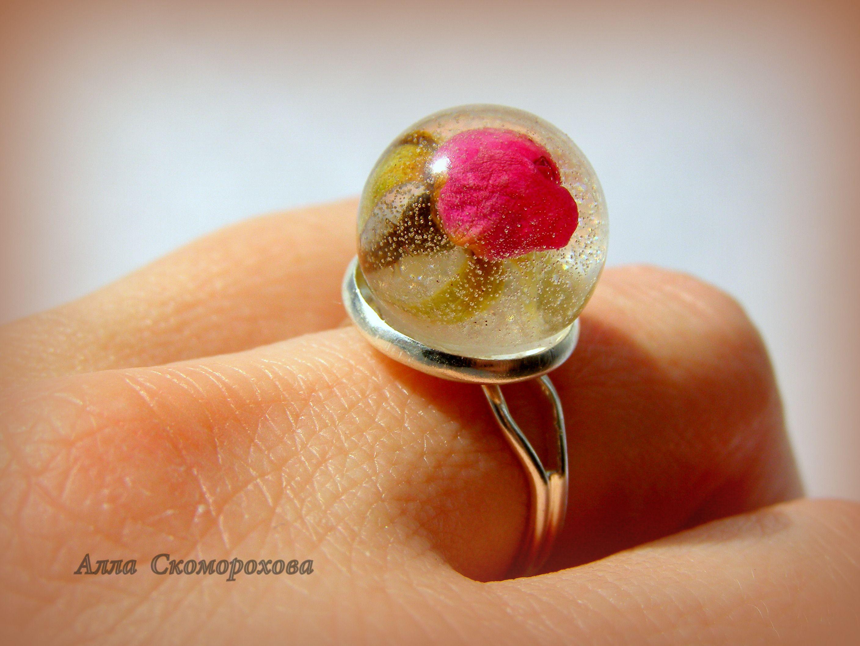 эпоксиднаясмола handmade аксессуары изсмолы авторскиеукрашения бижутерия кольцо изцветов украшение ювелирнаясмола ручнаяработа украшения смола цветы подарок