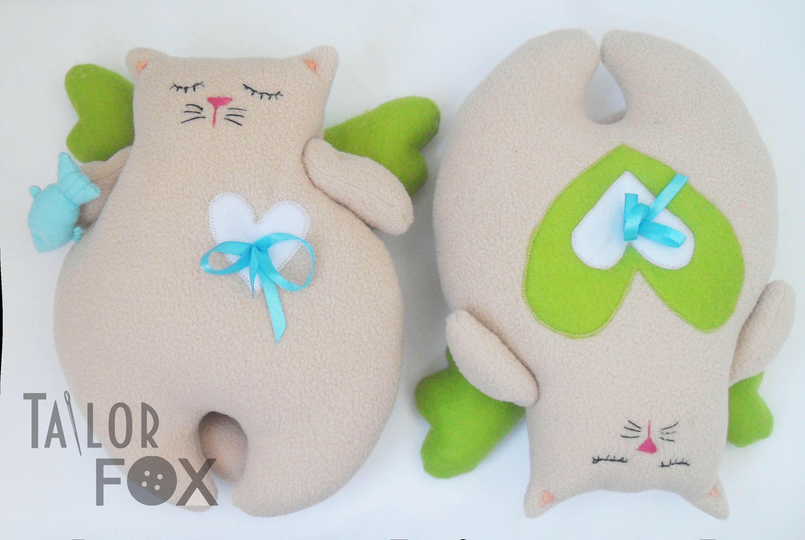 подушки усатыеанглесы котыангелы котыручнойработы ирушкиподушки мягкиеигрушки уют коты бежевый интерьер голубой игрушки зеленый