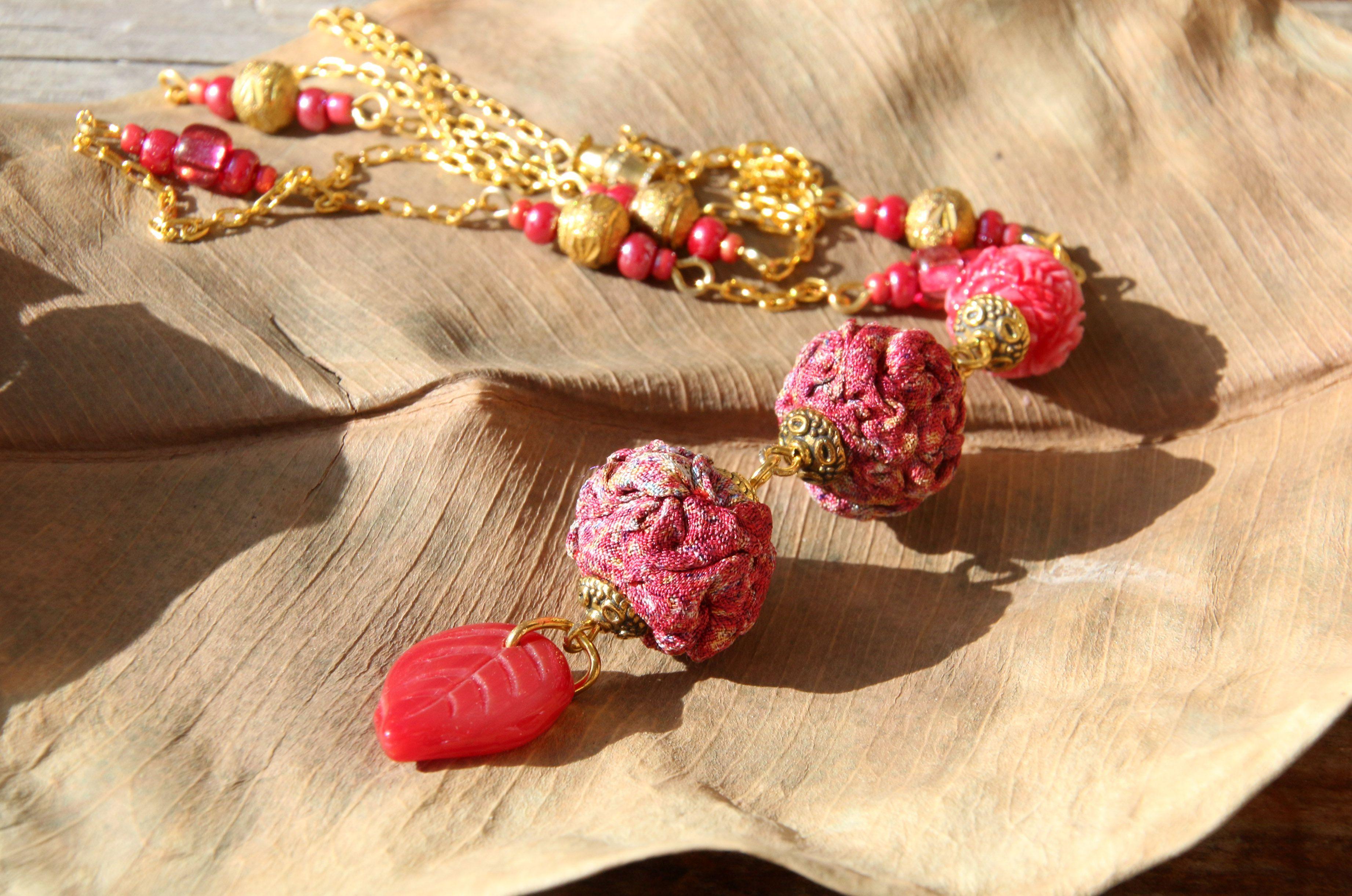 золотистый кулон бусины длинный красный авторский брусничный пестрые темнорозовый текстильные подвес