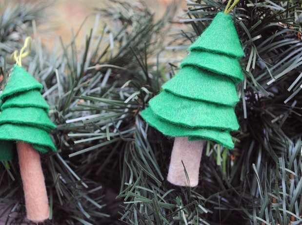 Новогодние игрушки из фетра своими руками 14