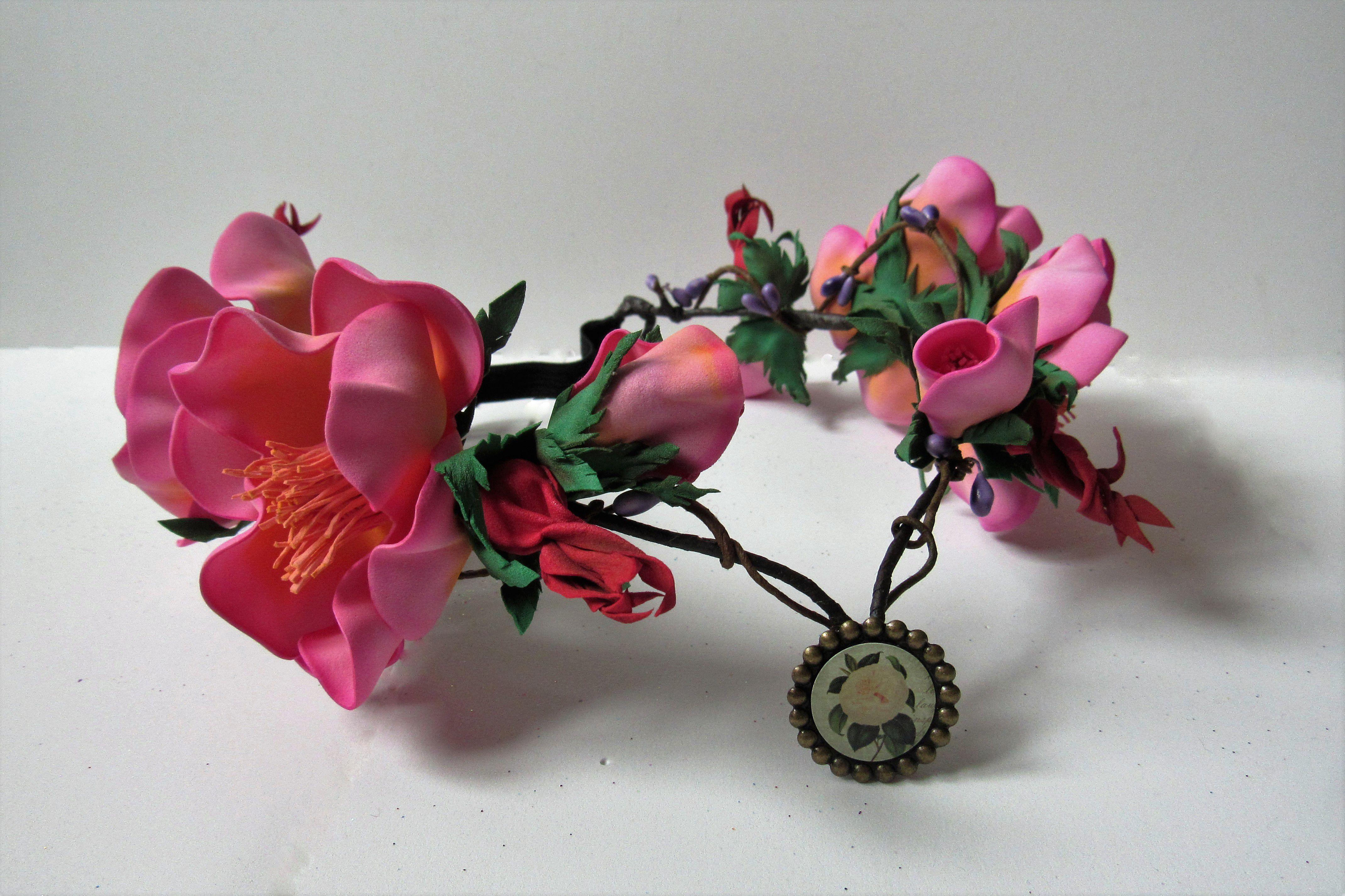 из диадема фоамирана шиповник цветы