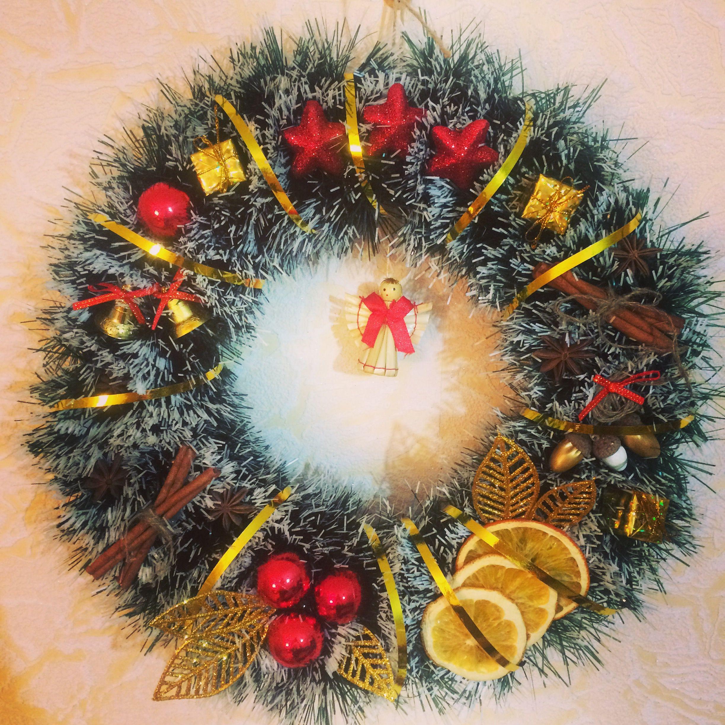 новогоднийвенок новыйгод праздничныйинтерьер украшениедома венок