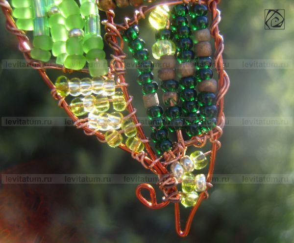 кулон зеленая зеленый проволока подвеска украшение летнее оригинальная лист бисероплетение изумрудный лето бисер оригинальный подарок