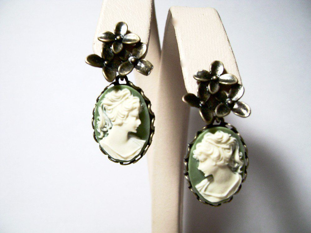 зелёный женщине подарок камеи серьги гвоздики купить камея девушке бижутерия винтаж