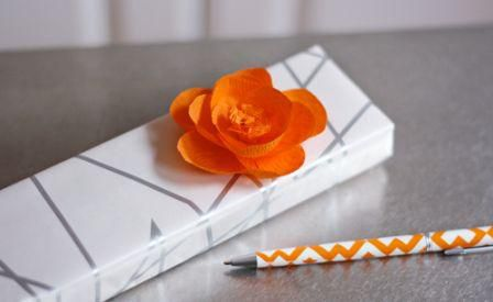 Цветы из гофрированной бумаги своими руками 14