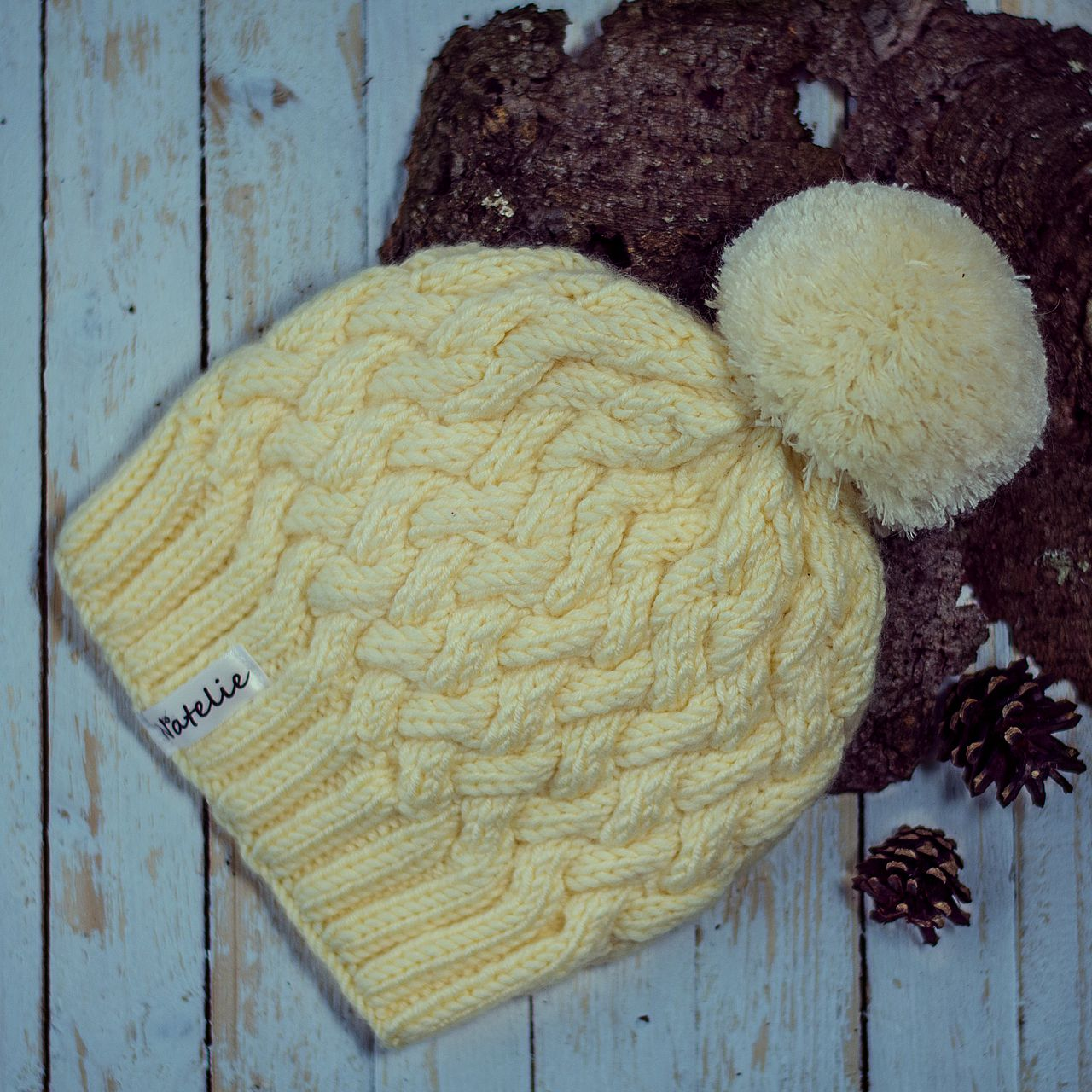 спицами аксессуар одежда продажа шапка шапкаспомпоном вязание вязанаяшапка ручнаяработа