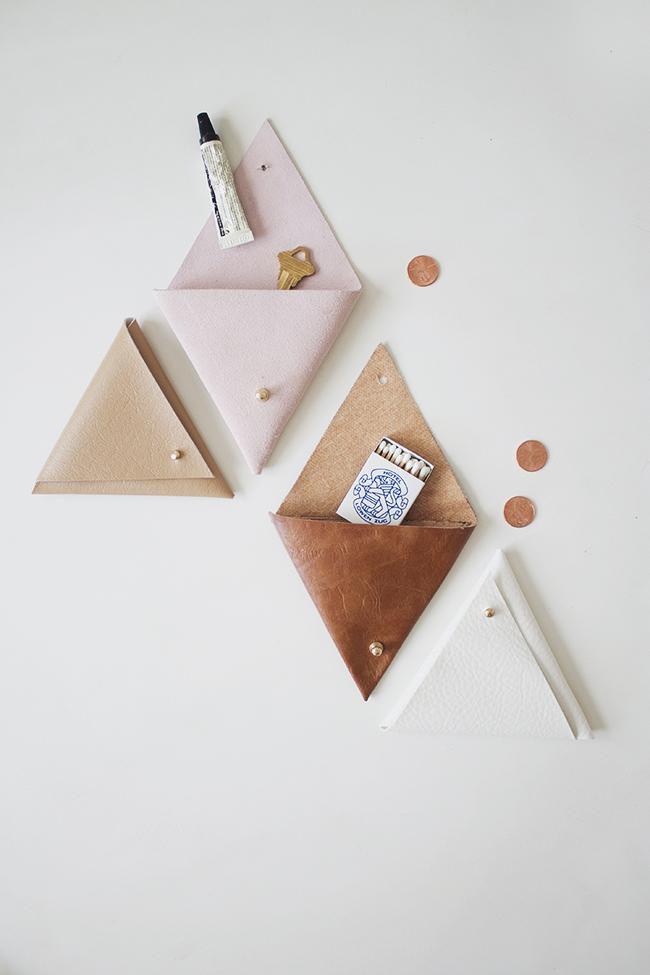 креативнаяидея поделкидлядома вдохновение сделайсам поделкиизкожи кожаныйорганайзер кармашек кожаныеизделия креатив своимируками хендмейд творчество