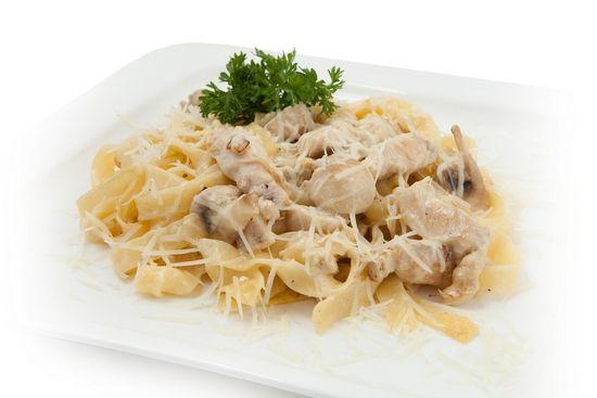 кухня кулинария вкусно рецепт готовимвместе пастаподсливочнымсоусом сливочныйсоус курица фетучини осенниеблюда ужин обед лук грибы макароны паста рецептпасты пастаскурицейигрибами