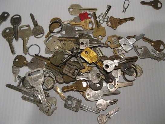 руками из ключей кулоны своими