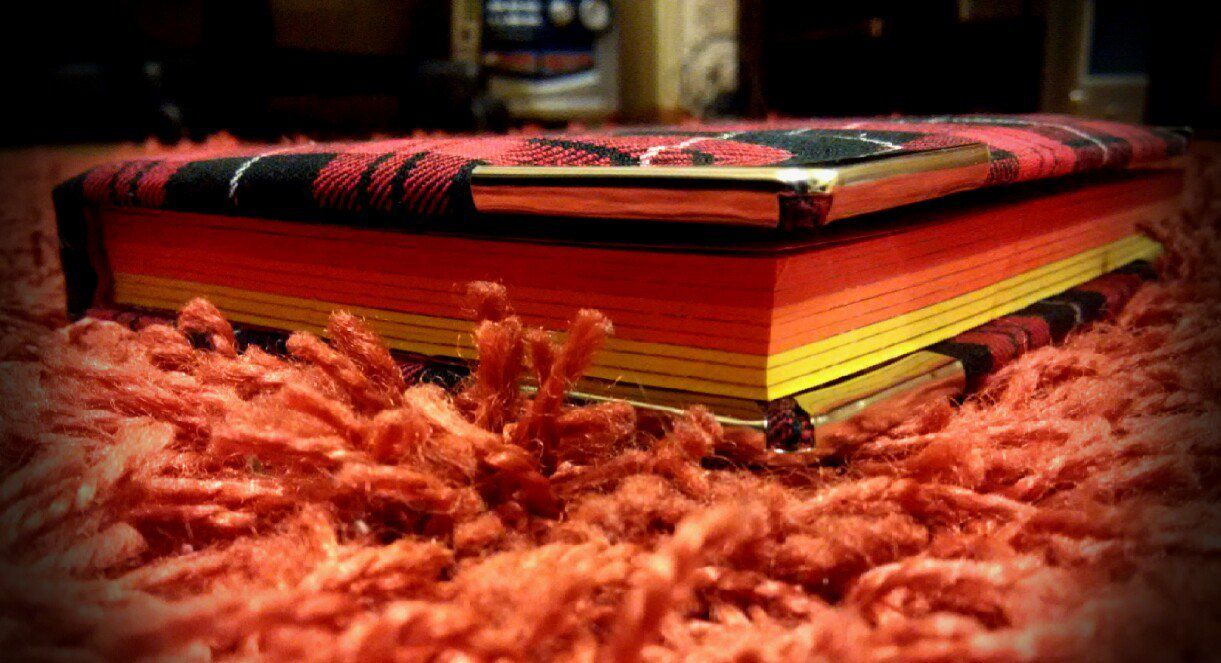 яркийблокнот киевтворческий клеткавмоде модныйкиев блокнотыручнойработы киевделовой ручнаяработы маленькийблокнот стильно краснаяклетка блокнот блокноты киев творчество стиль