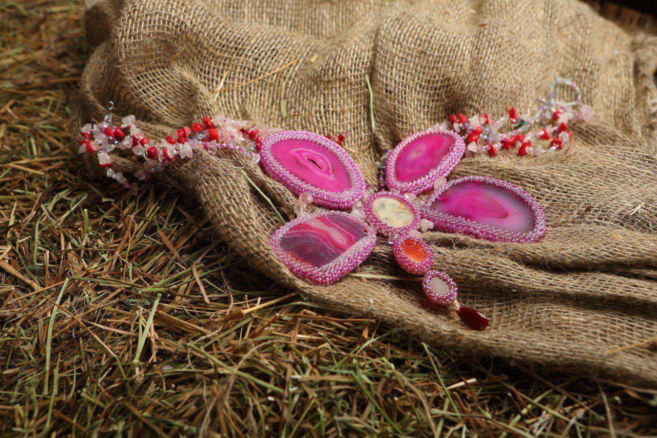 ожерельебабочка натуральныйагат фуксия авторскоеожерелье ожерелье натуральныекамни