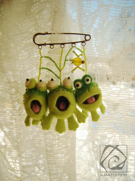 лягушка веселая зеленая подвеска сухоеваляние валяниеизшерсти подарок