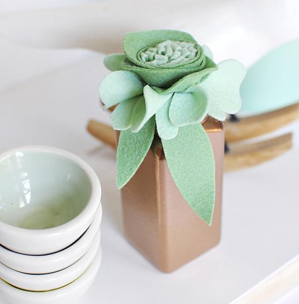 гости ваза декор интерьер фетр цветы