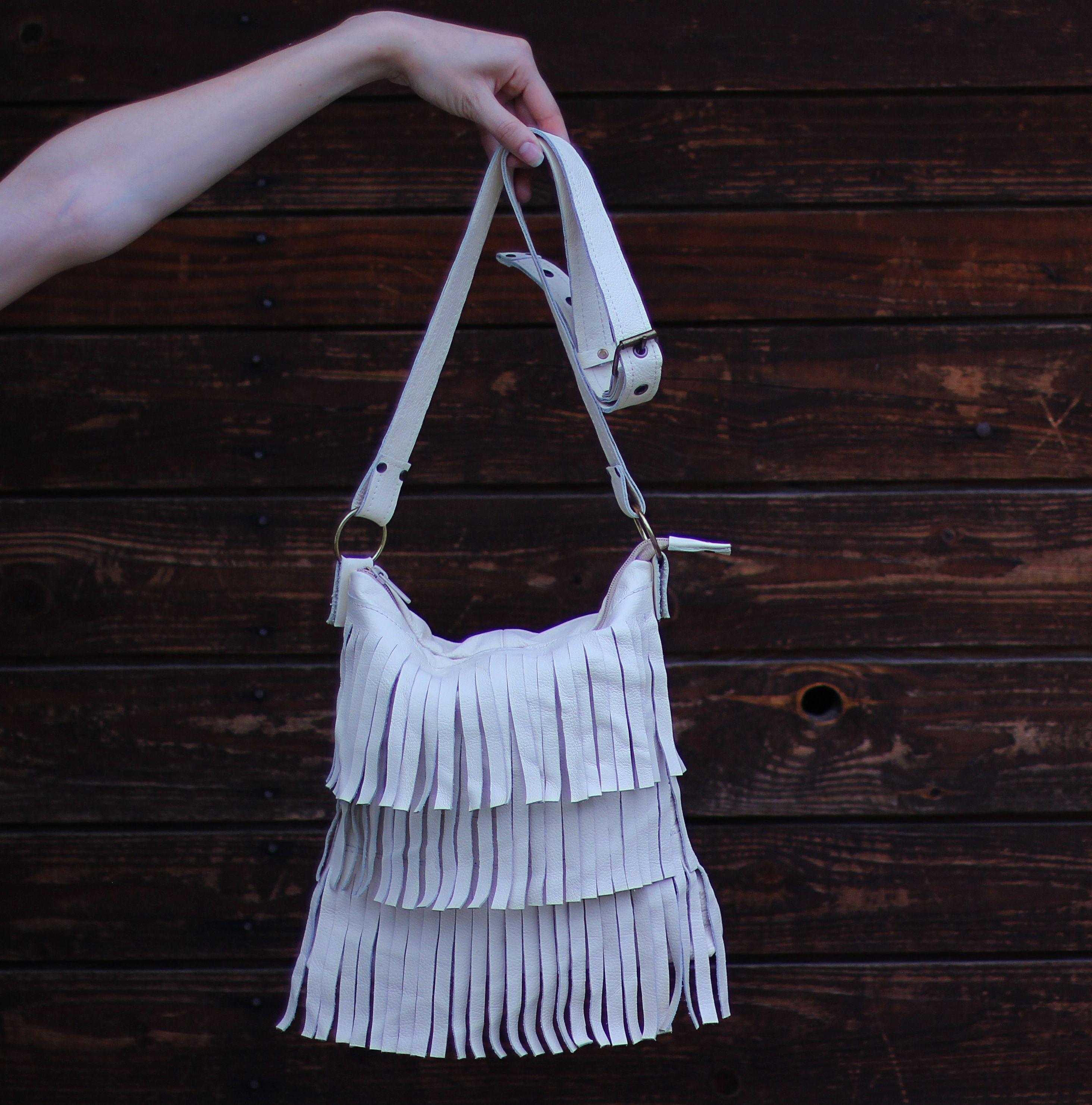 светлая купитьсумку вместительная кожаная стильбохо бахрома белаясумка купитьподарок кожанаясумка яркая сумка дизайнерская ручная авторская купить женская бохо кожа стильная подарок
