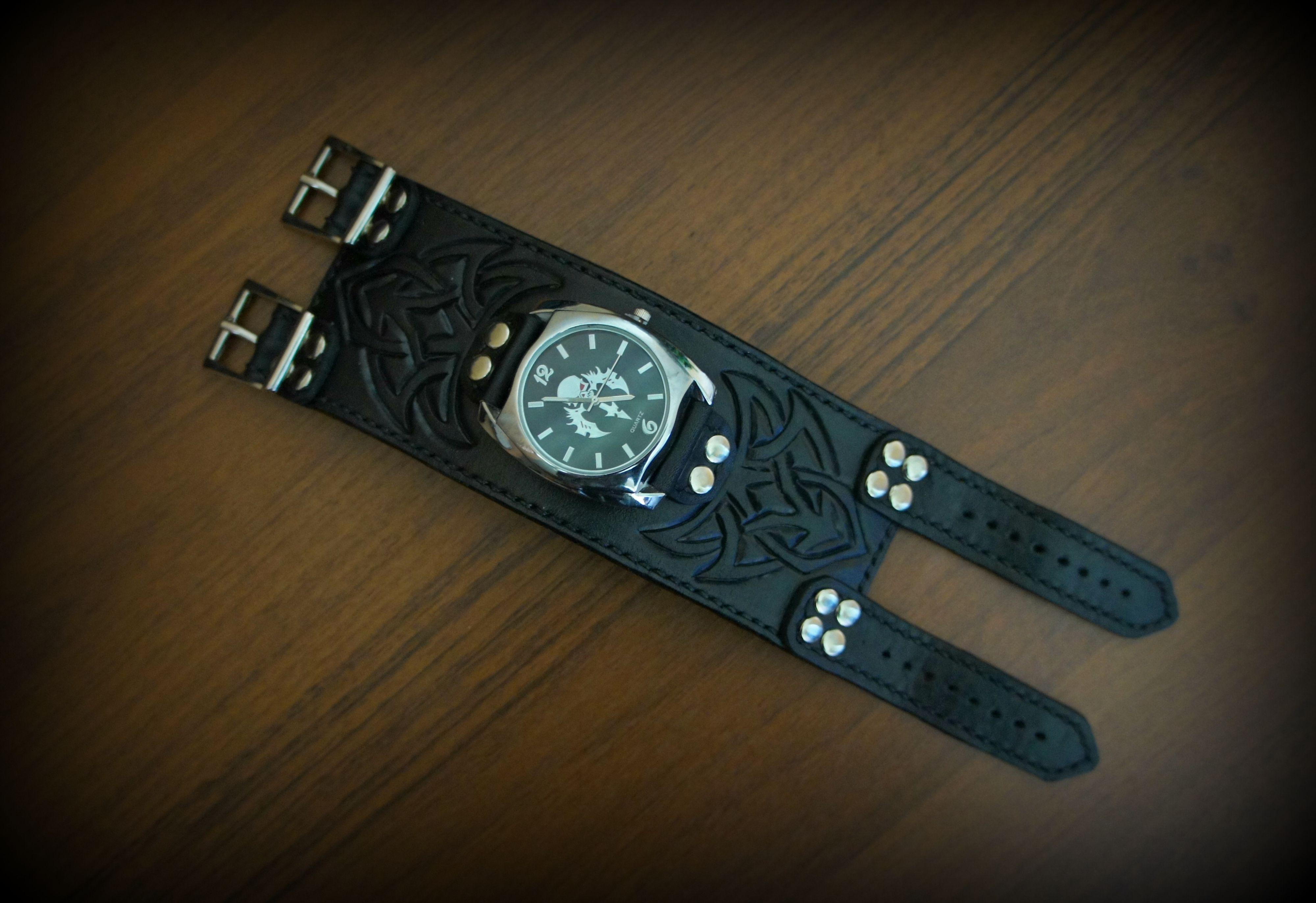 тиснениенакоже ручнаяработа подарок часынаручныекупить часы браслетизнатуральнойкожи часымосквакупить купитьвмоскве часынаручныемужские широкийбраслетизкожи подарокмужчине натуральнаякожа