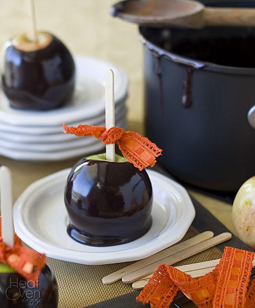 креативнаяидея идея праздничныйстол карамель сладко еда сделайсам вкусно чернаякарамель яблоки декор праздник креатив оформление дом своимируками хэллоуин уют