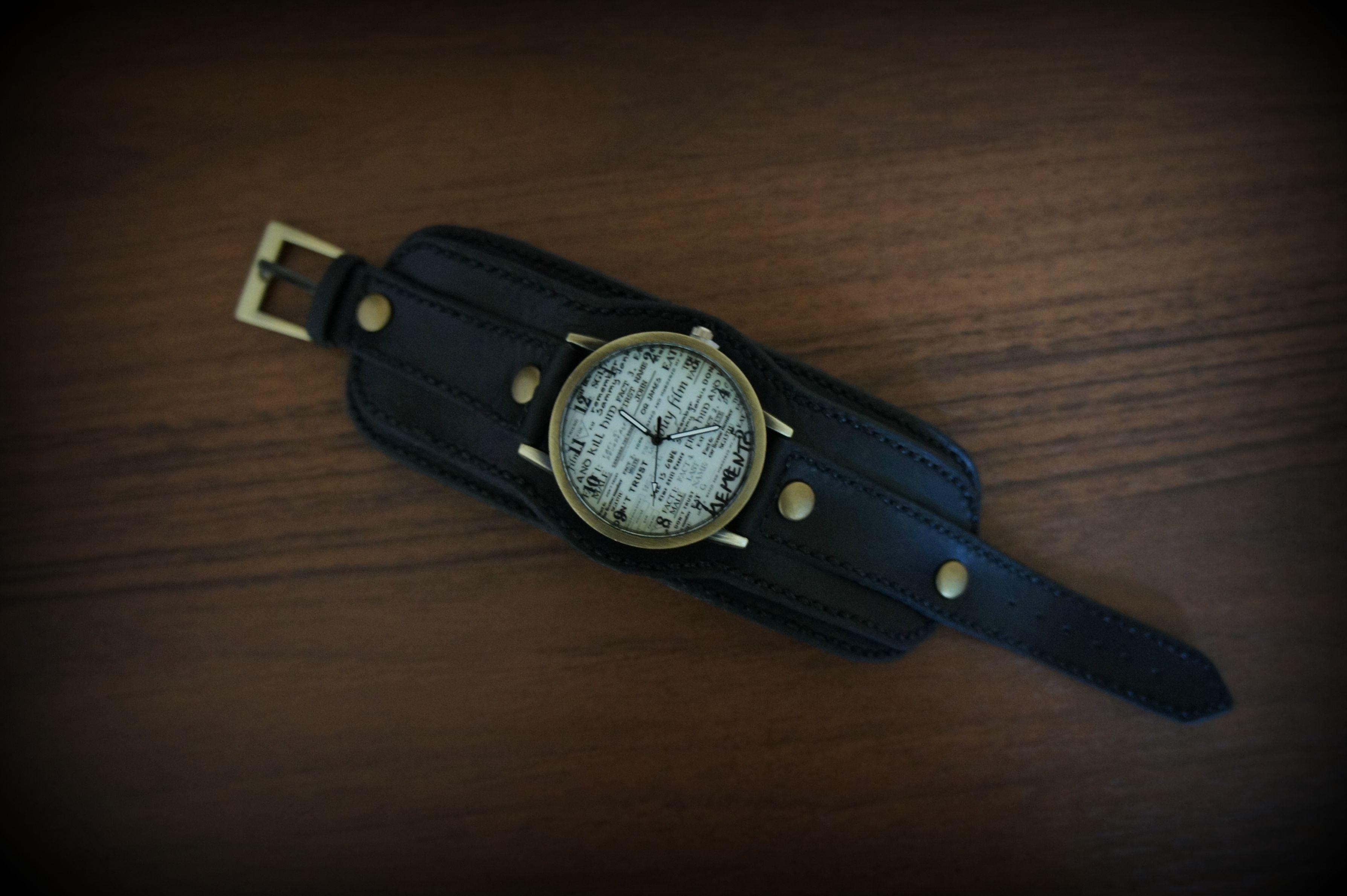 подарок подарокдевушке часынаширокомбраслете часынаширокомремешке браслетизкожи часы натуральнаякожа аксессуарыручнойработы широкийбраслет стильныйаксессуар часынаручныеженские часынатуральнаякожа часыженские купитьчасы