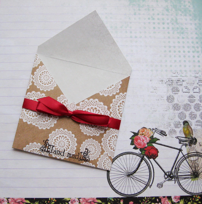 Как упаковать подарок конвертиком 4