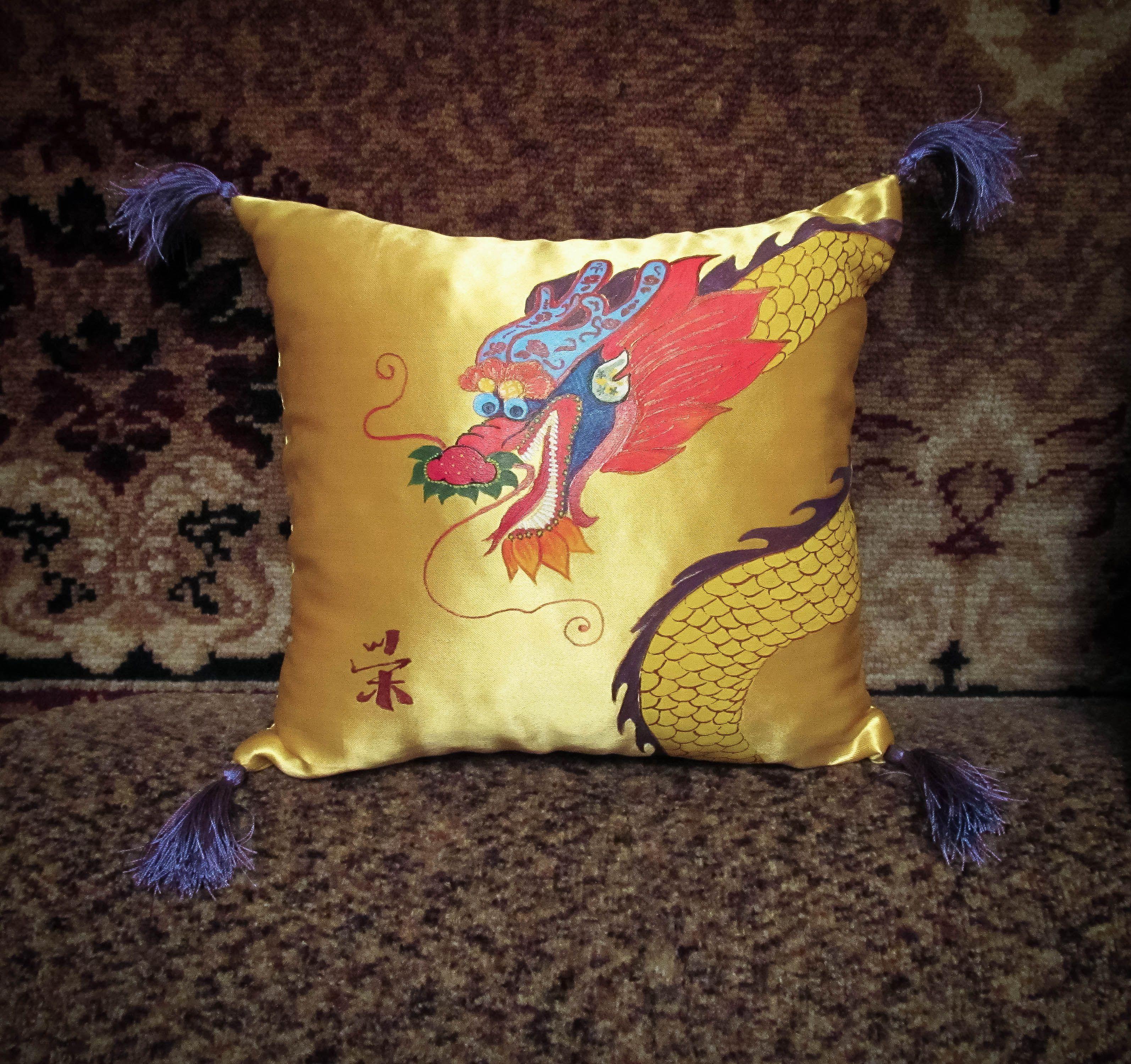 змей китай дракон подушка интерьер роспись