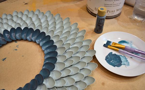 руками рамка из использование дома пластиковых для зеркала повторное ложек идеи своими