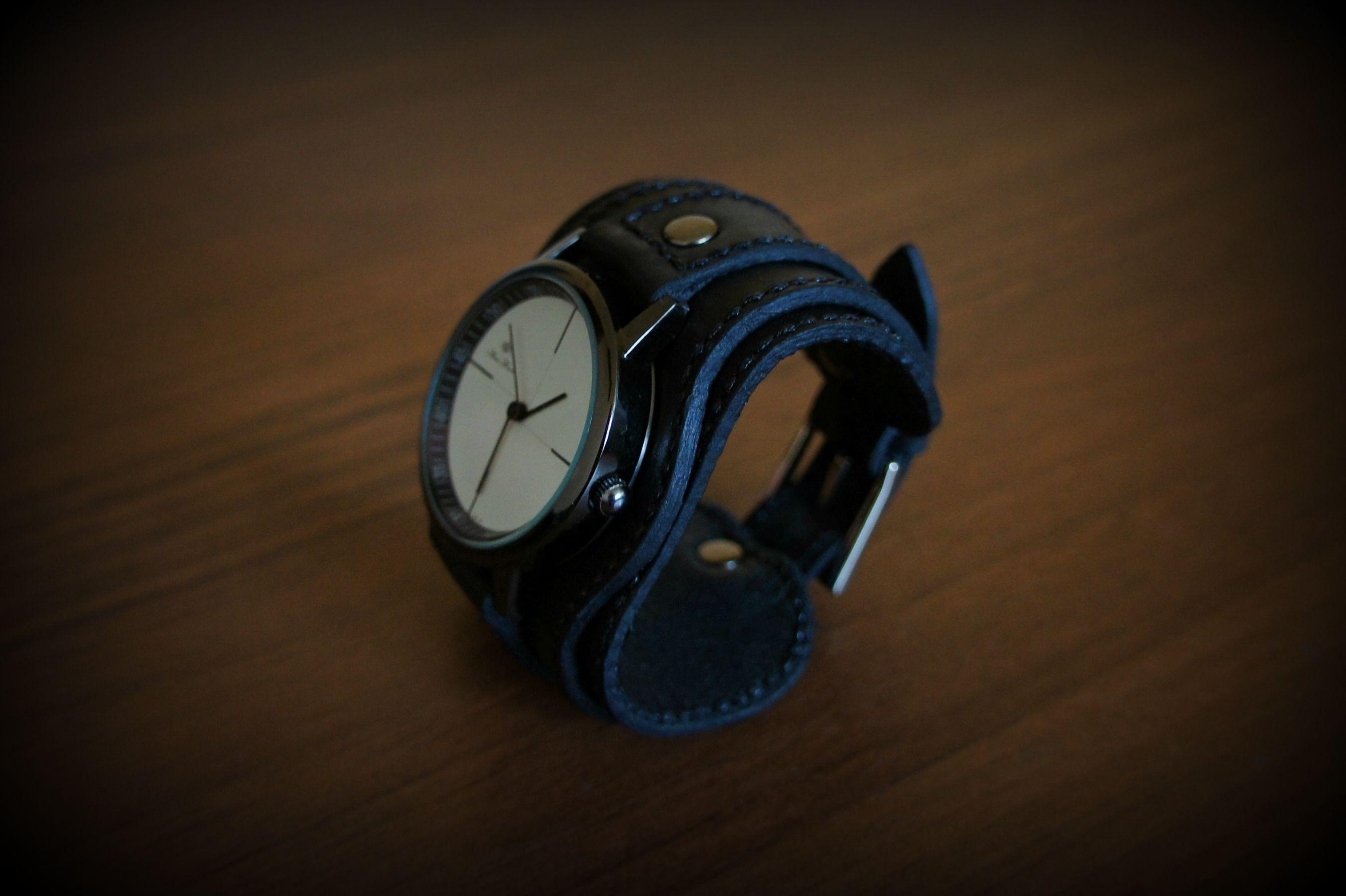 подарок подарокдевушке часынаширокомбраслете часынаширокомремешке браслетизкожи часы стильныйаксессуар аксессуарыручнойработы широкийбраслет часынаручныеженские часыженские часынатуральнаякожа купитьчасы натуральнаякожа