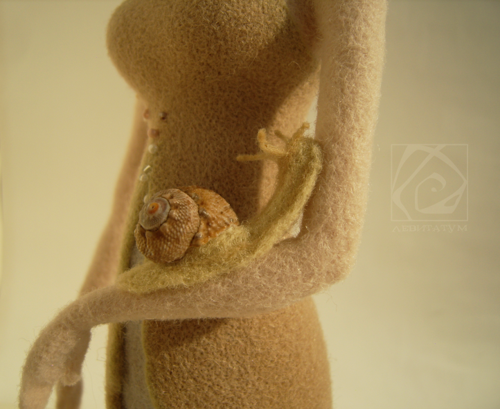 жемчужная подарок раковина улитка левитатум сухое_валяние фелтинг felting ракушка шерсть жемчужина фигурка бусины жемчуг войлок кукла бисер