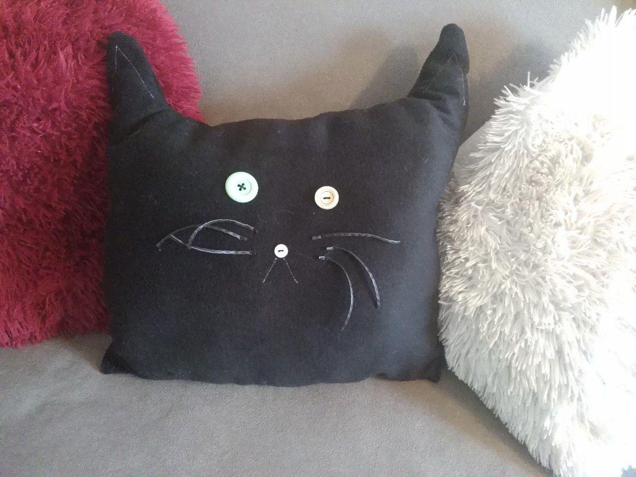 кошки подушка декор