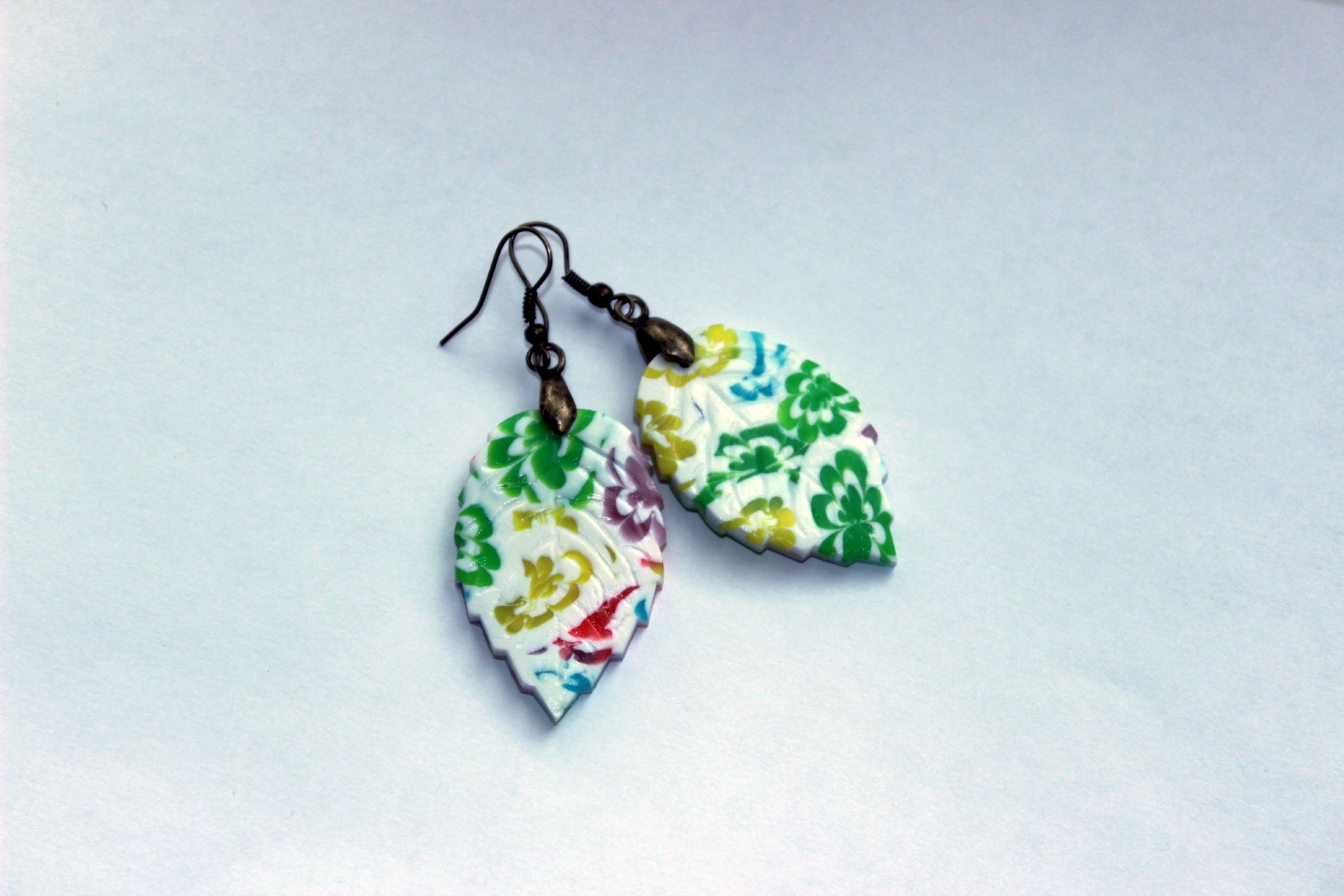 прозрачные листочки украшенияглиналетобижутерия серьги яркие разноцветные