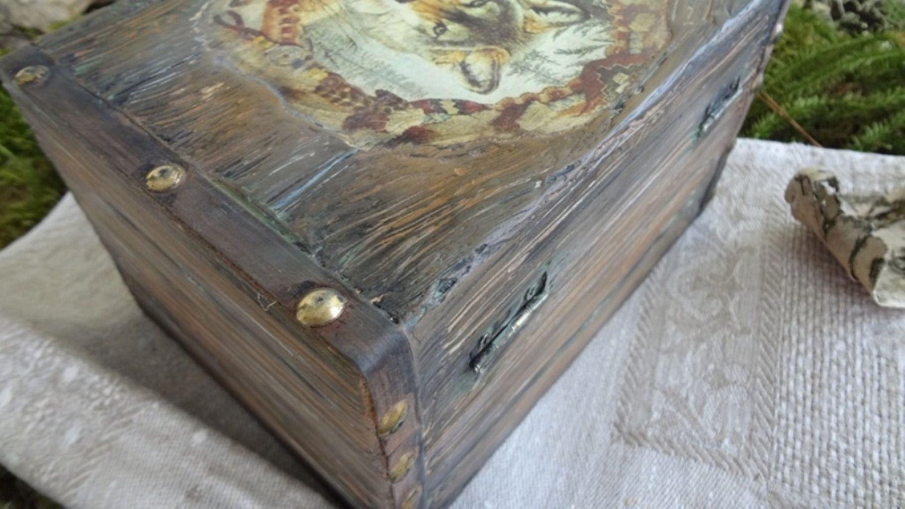 волк мужчине женщине подарок старинная шкатулка старого дерева ручной работы имитация