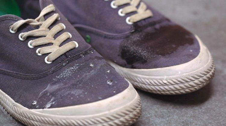 руками уход обувь за пропитка водоотталкивающая водонепроницаемая обувью своими