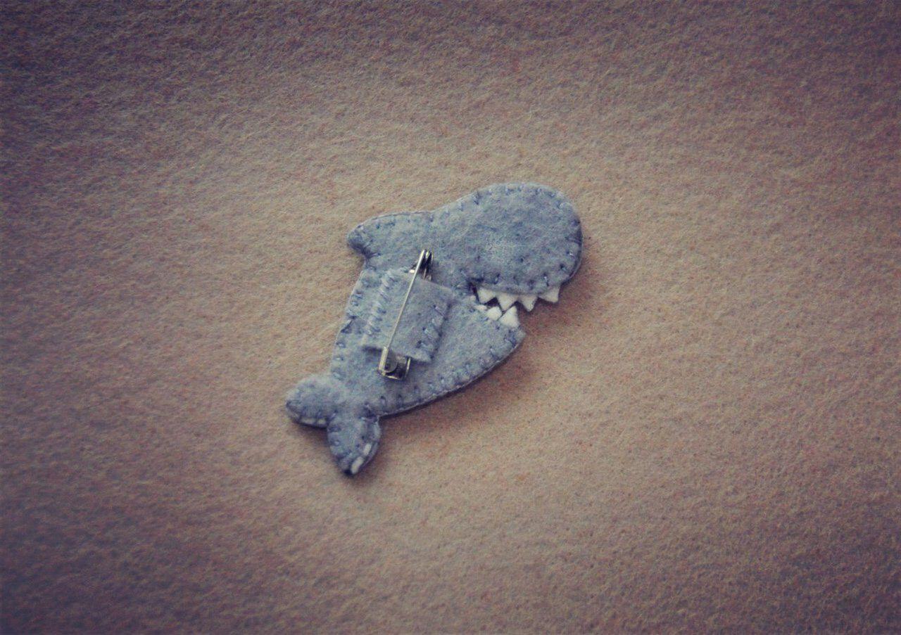 ручнаяработа подарок bogiboo брошь украшение фетр изделиеизфетра сувенир рыба handmade касатка брошка