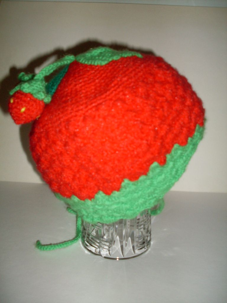 детская клубничка шапка вязаная шапочка крючком